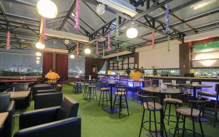 Maumu Hotel Surabaya - Resto & Lounge