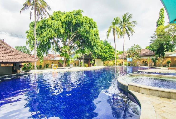 Mirah Hotel Banyuwangi - Pool