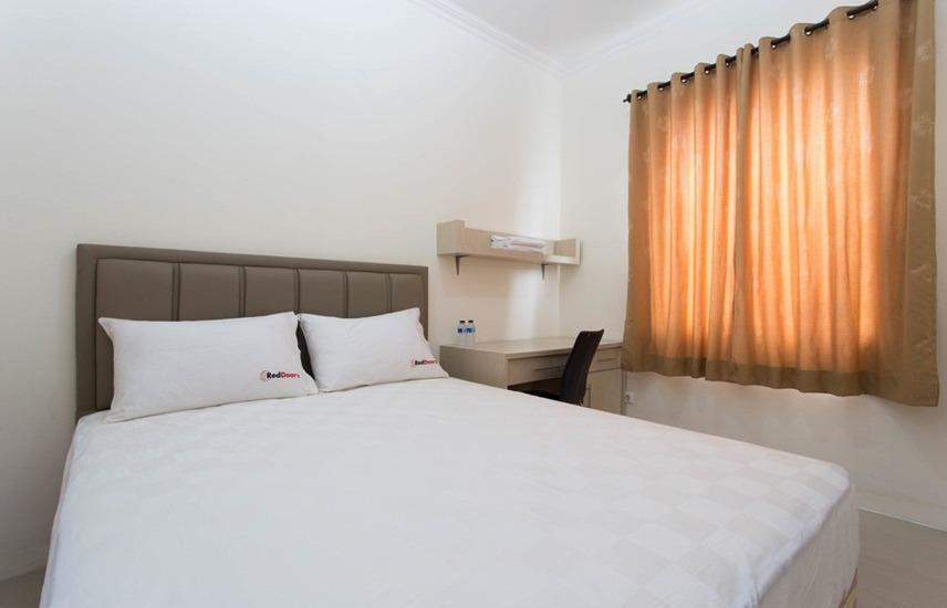 RedDoorz near Siloam Karawaci Jakarta - RedDoorz Room Regular Plan