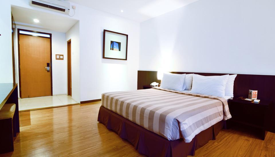Gumilang Regency Hotel Bandung - Deluxe Queen With Breakfast Special Promo 20 %