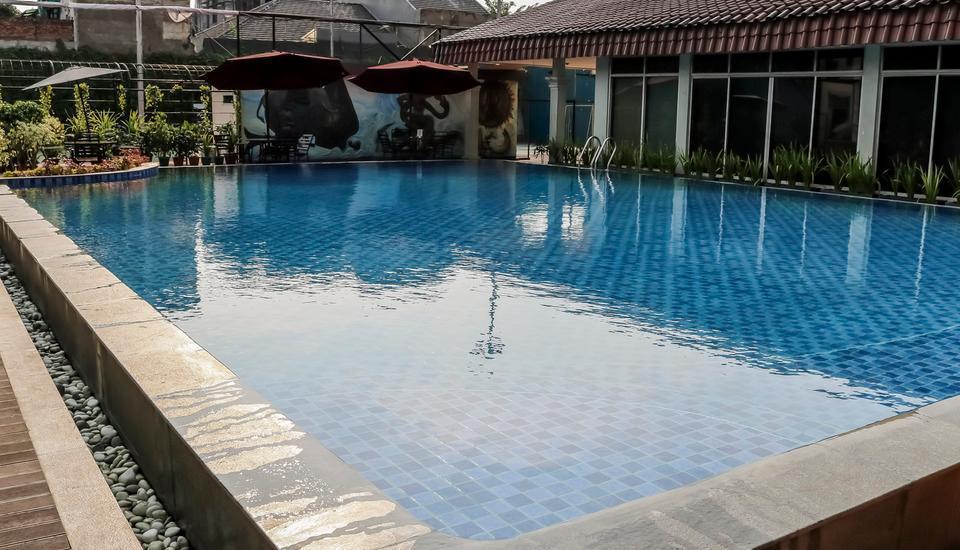 NIDA Rooms Ahmad Yani Cempaka - Kolam Renang