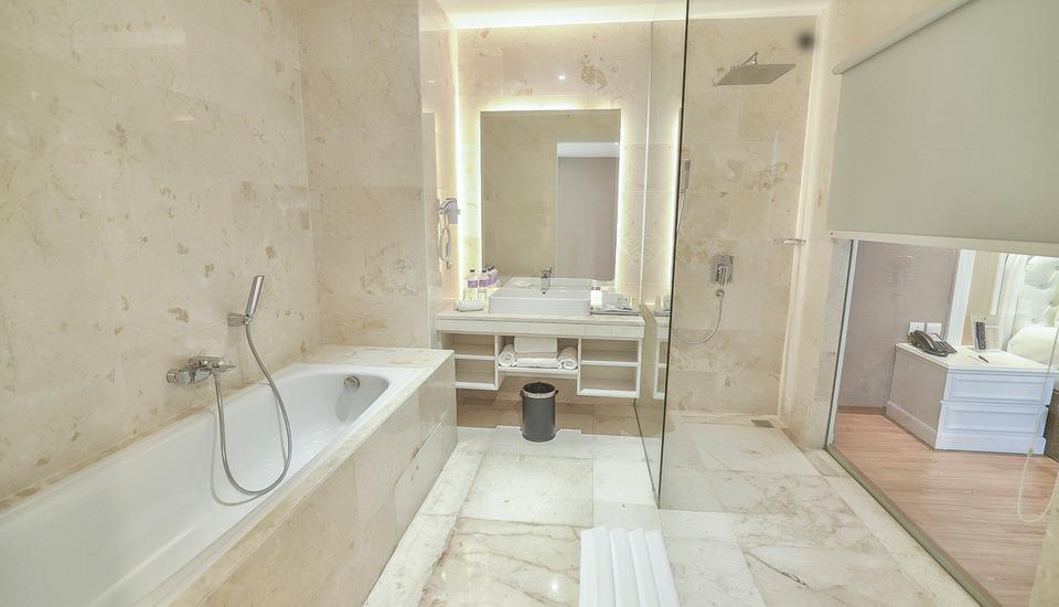Platinum Balikpapan Hotel And Convention Hall   - Bath Room