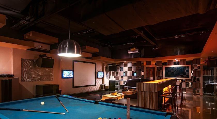 Clarion Hotel Makassar - Billiard