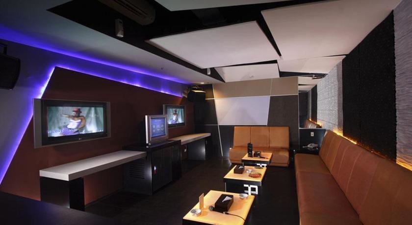 Clarion Hotel Makassar - Karaoke