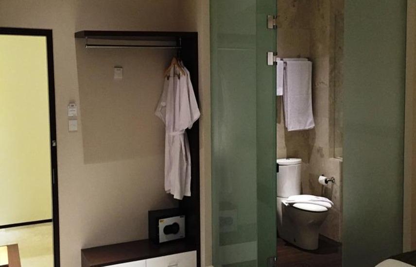 Premium Legian Hotel Bali - Kamar mandi