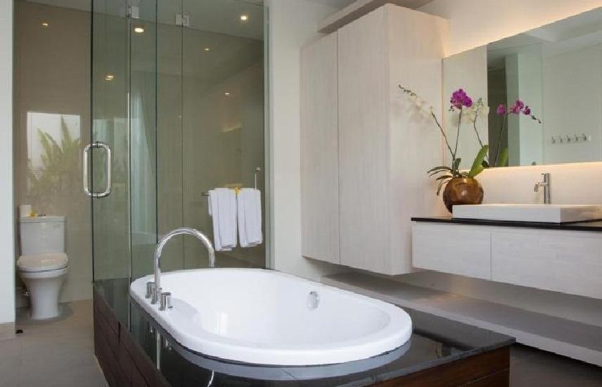 Crown Bali Villas Seminyak Bali - Kamar mandi