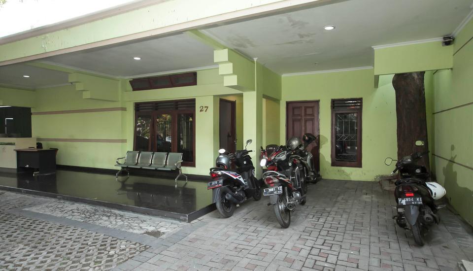 RedDoorz near Balai Kota Surabaya - Exterior