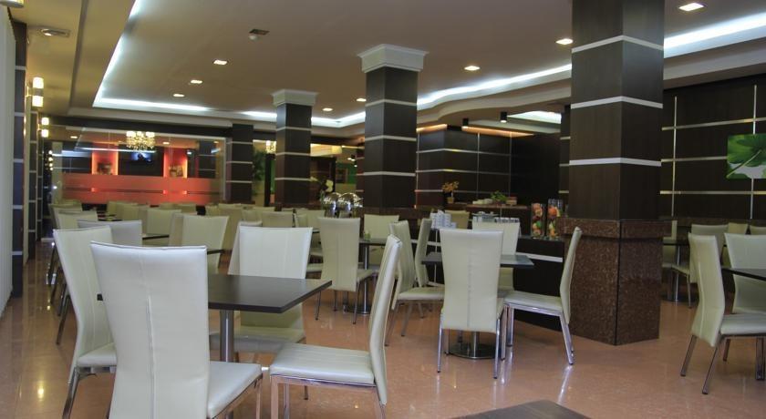 Hotel Zahra Kendari - Ruang makan
