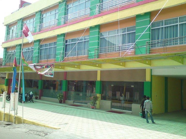 Wisma Rainbow Pekanbaru - Tampilan Luar Hotel