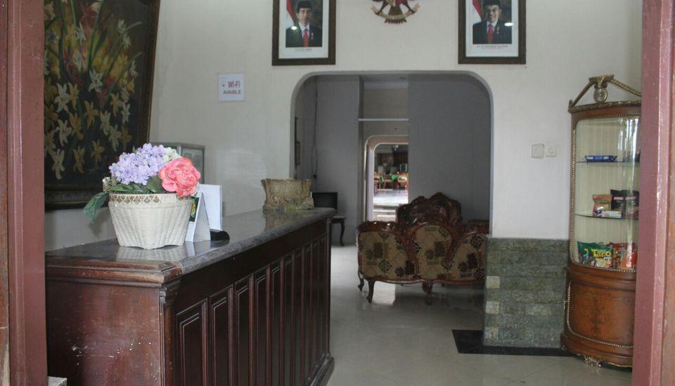 Wisma Mirah 1 Bogor - Living room