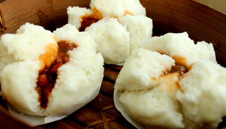 Hotel Brother Solo - bakpao isi daging panggang