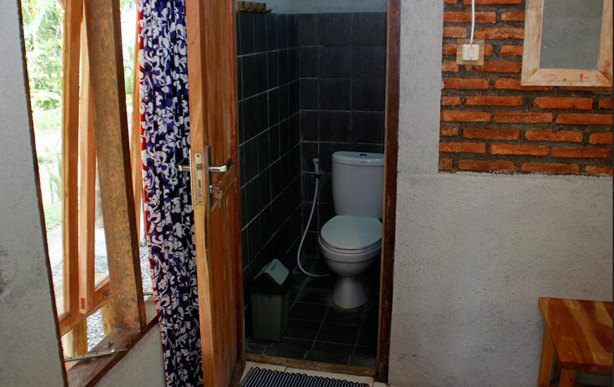 Pondok Cowet Batukaras Pangandaran - Bathroom Business Room