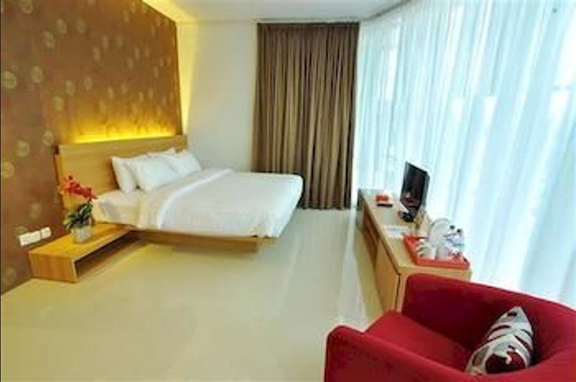 Tickle Hotel Yogyakarta - Hotel Entrance