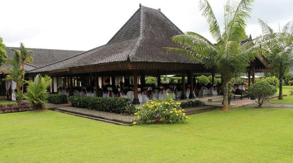 Hotel Manohara Magelang - Outdoor Banquet Area