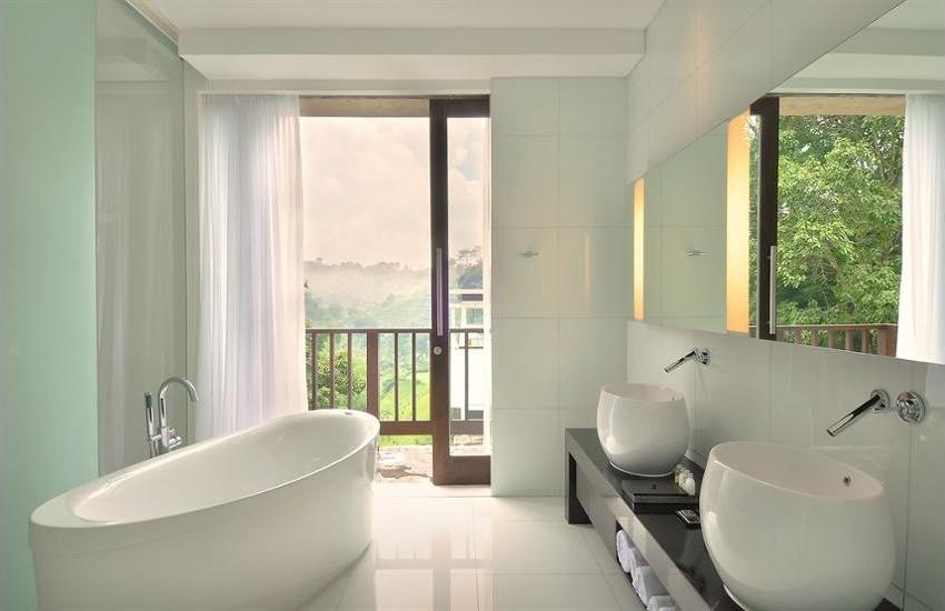 Padma Hotel Bandung - Bathroom