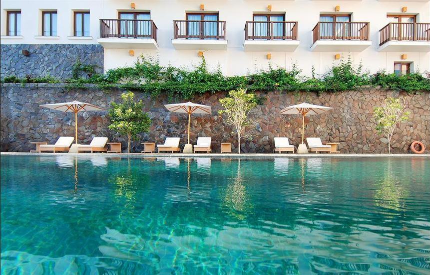 Padma Hotel Bandung - Outdoor Pool