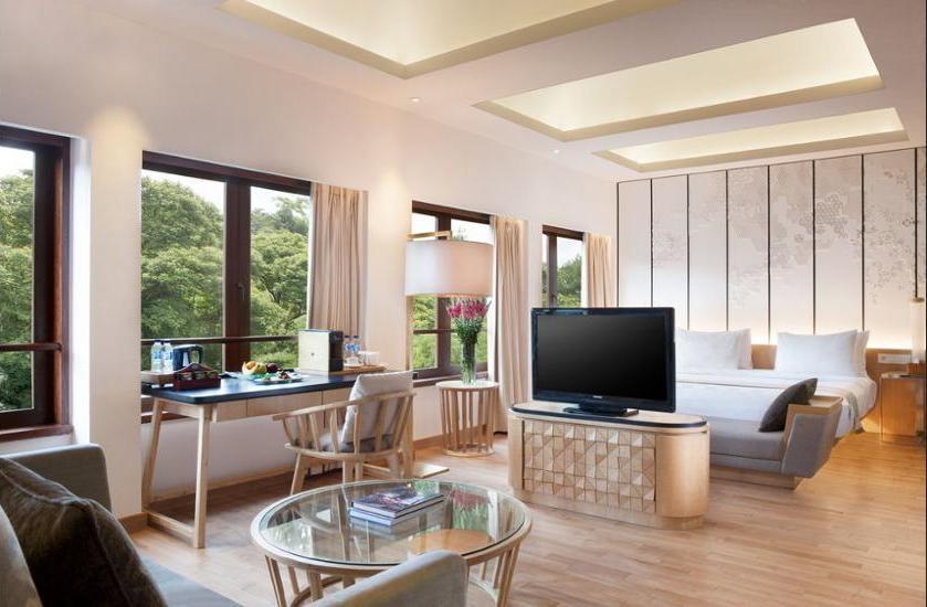 Padma Hotel Bandung - Suite Galeri Regular Plan