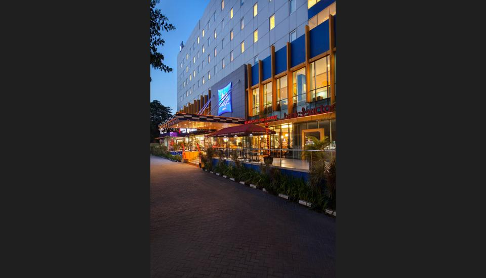 ibis budget Cikini Jakarta - Hotel Front