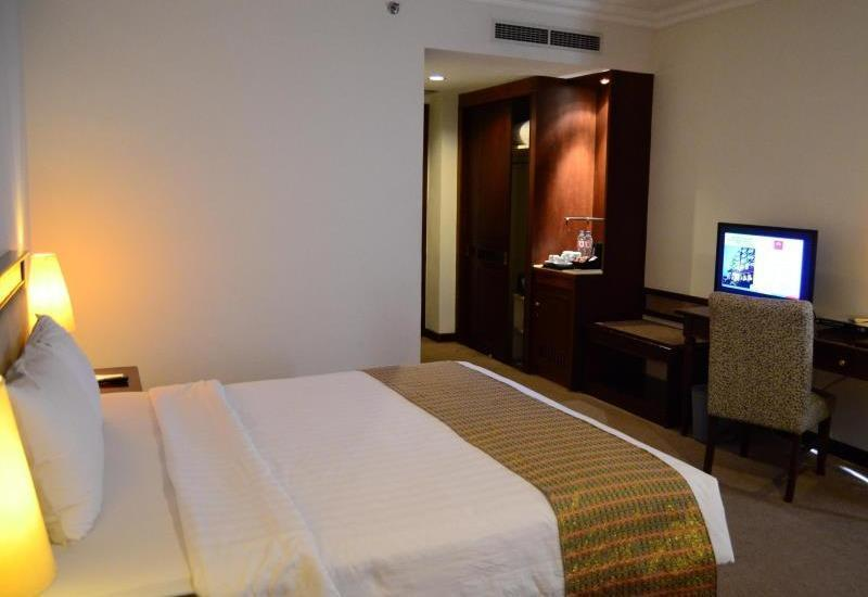 M Regency Makassar - Superior Room Only + Free Upgrade Regular Plan