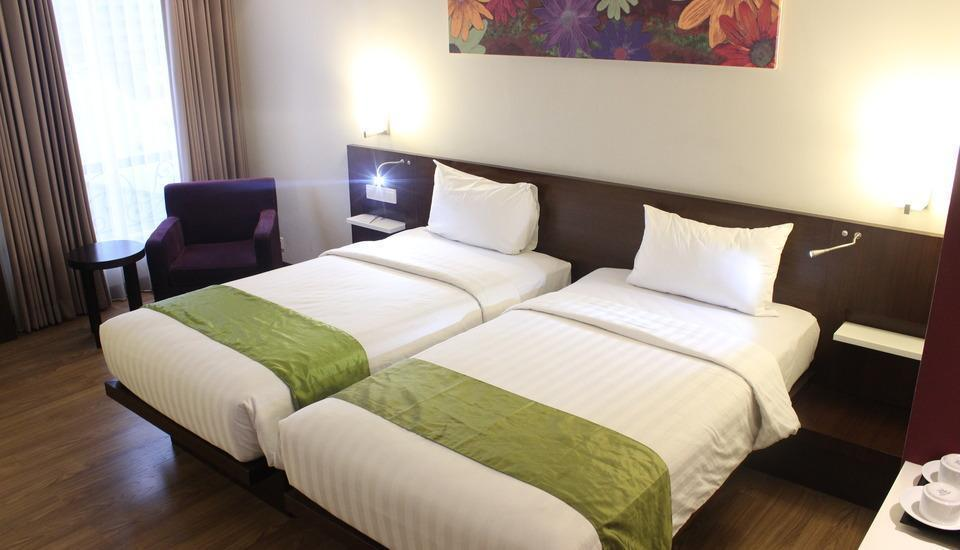 M Regency Makassar - Deluxe Twin Room Only Regular Plan