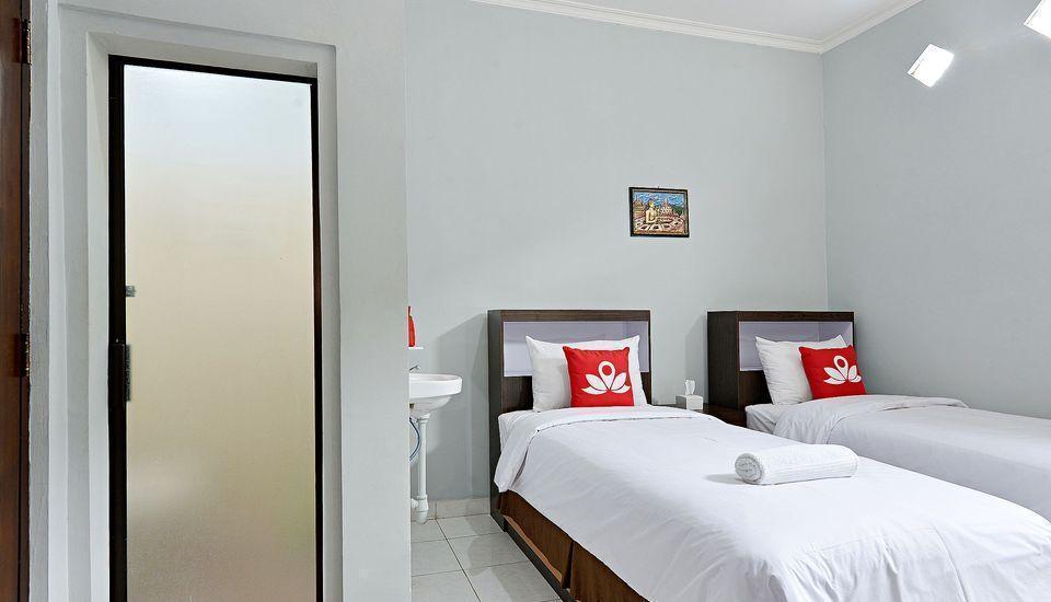 ZenRooms Godean Yogyakarta - Tampak tempat tidur twin