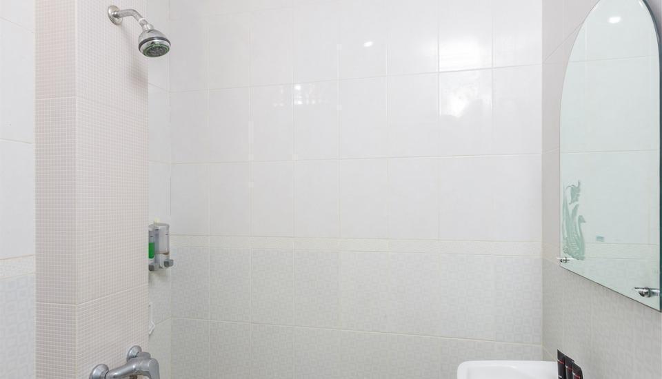 RedDoorz @Bhineka Kuta Bali - Kamar mandi