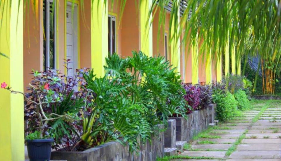 Cavery Beach Hotel Padang - Eksterior