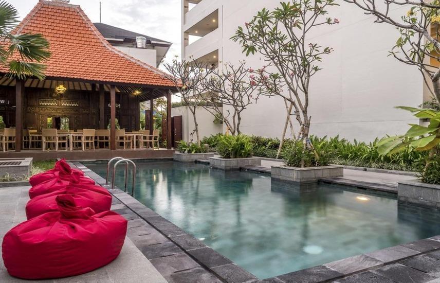 Hotel Dafam Savvoya Seminyak Bali Bali - Kolam Renang
