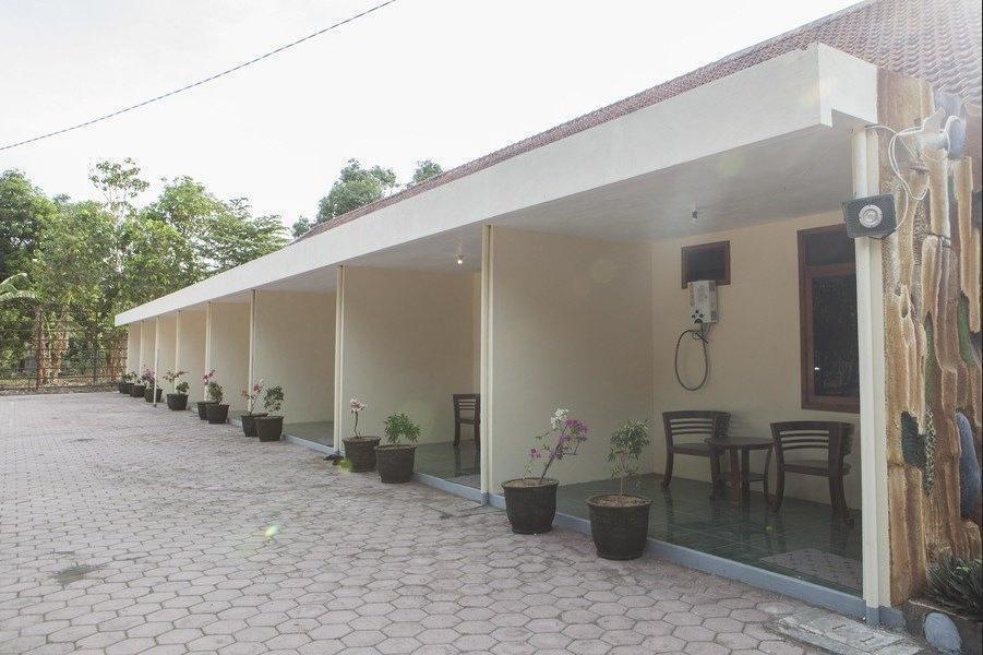 RedDoorz near Baluran National Park Situbondo - Exterior