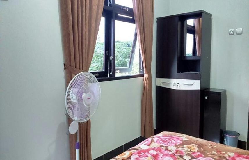 de Azure Homestay Yogyakarta - Mahogany with Fan Regular Plan