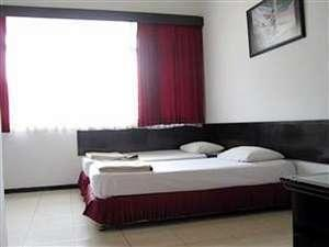 Hotel Santosa Malang - Moderate 2 Bed Room Only / No Refund Regular Plan