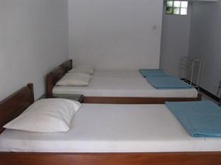 Hotel Santosa Malang - Standard Triple