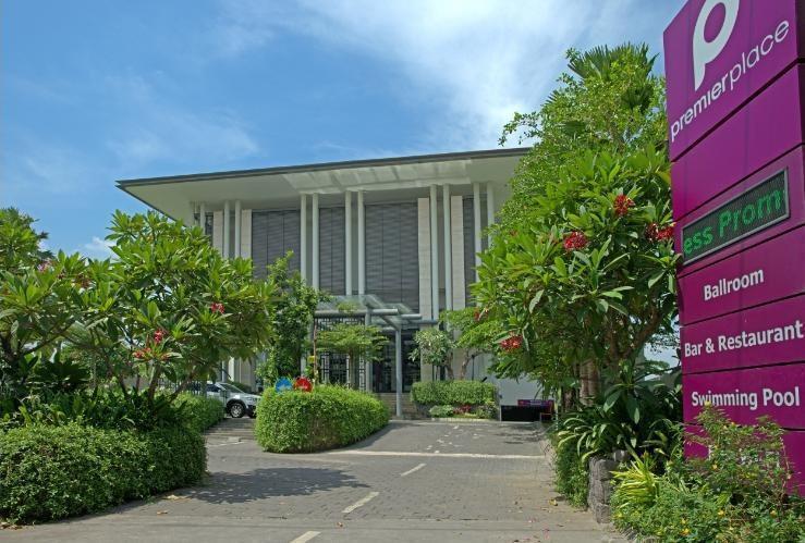 Premier Inn Surabaya� - Tampak Depan