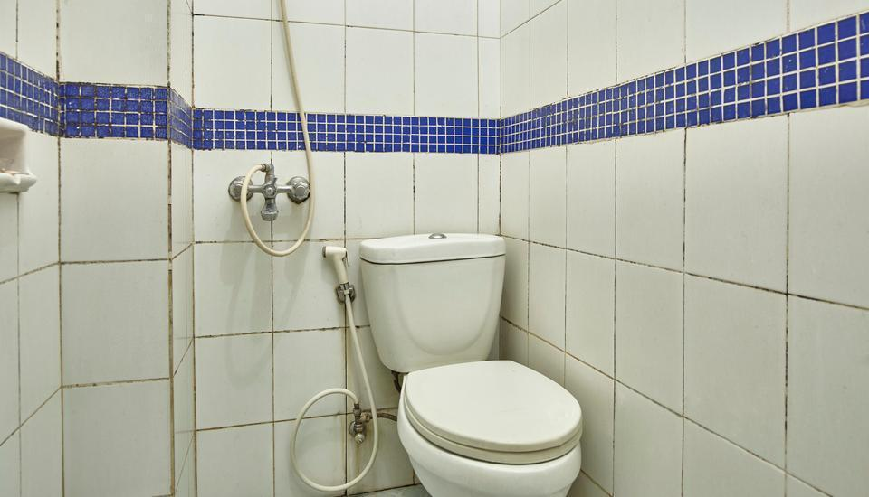 Hotel New Idola Jakarta - Deluxe Bathroom