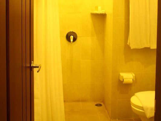 Lampion Hotel Solo - kamar mandi
