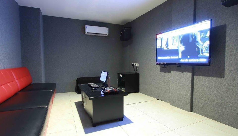 NIDA Rooms Mangga Besar Station Jakarta - Karaoke Room