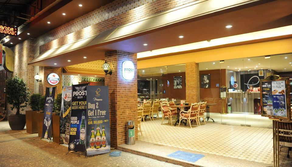 Hotel Kesawan Medan - Diluar Cafe