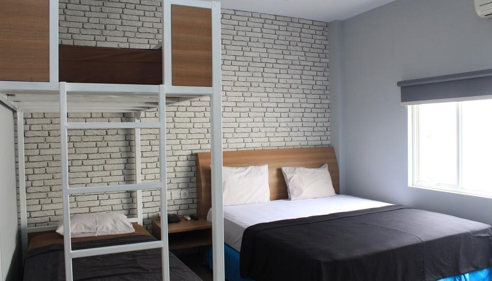 Hotel Kesawan Medan - Family Deluxe Room  - King + Bunk Bed