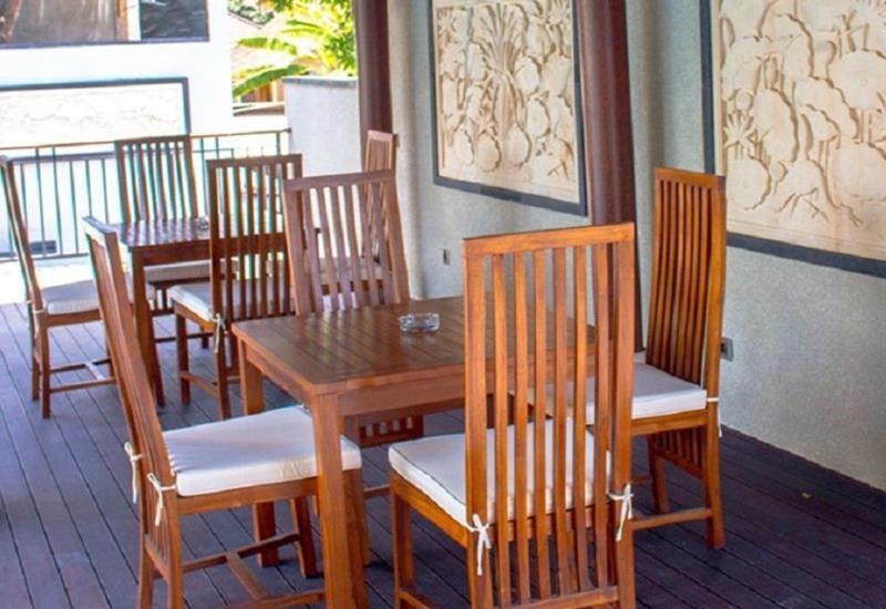 Equity Jimbaran Resort And Villa Bali - Meja dan kursi