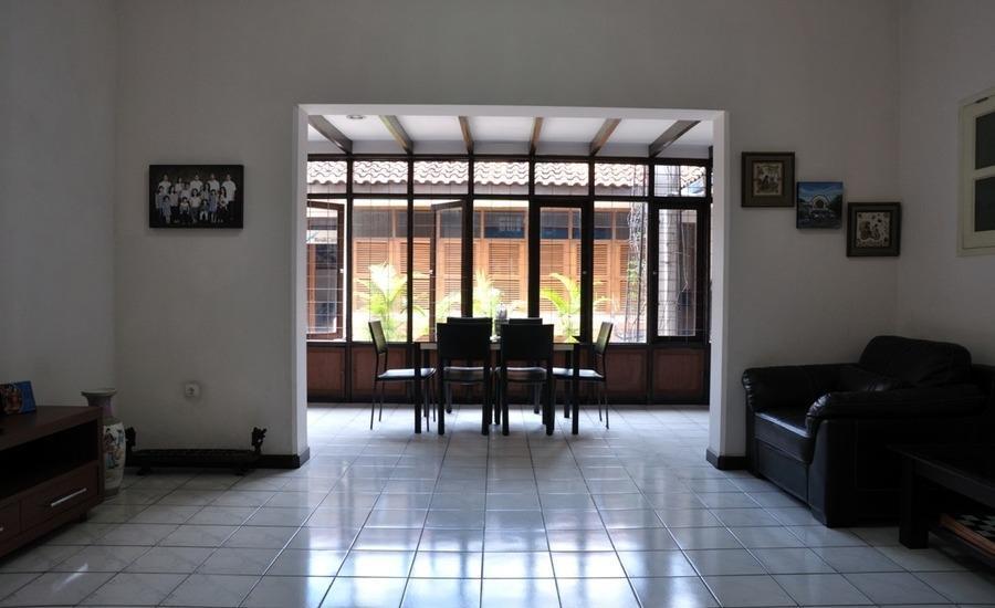RedDoorz near Riau Street 2 Bandung - Interior