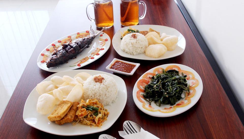 Luxpoint Hotel Surabaya - Food