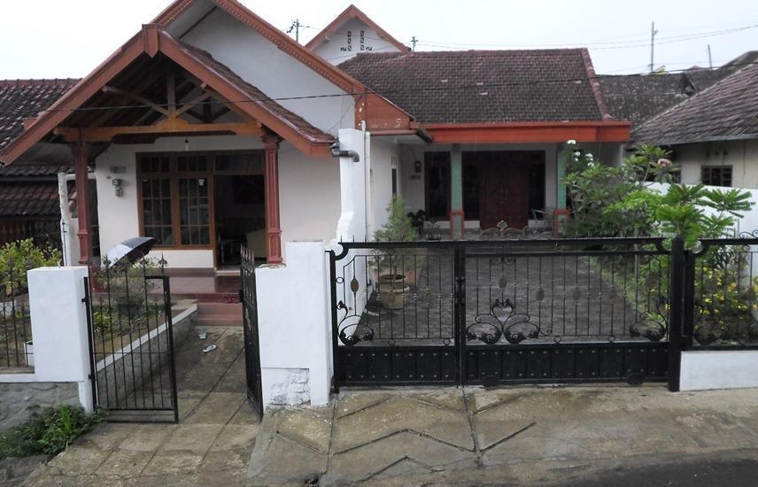 Homestay Villa Jambu 1 Malang - Exterior