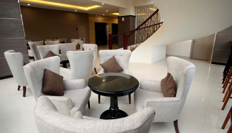 Saka Hotel Premiere by LA'RIZ Medan - Ruang Tunggu