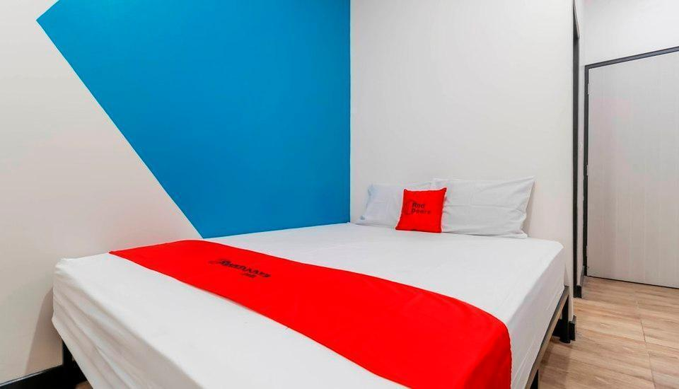 RedDoorz Plus near Pecenongan Jakarta - RedDoorz Room Regular Plan