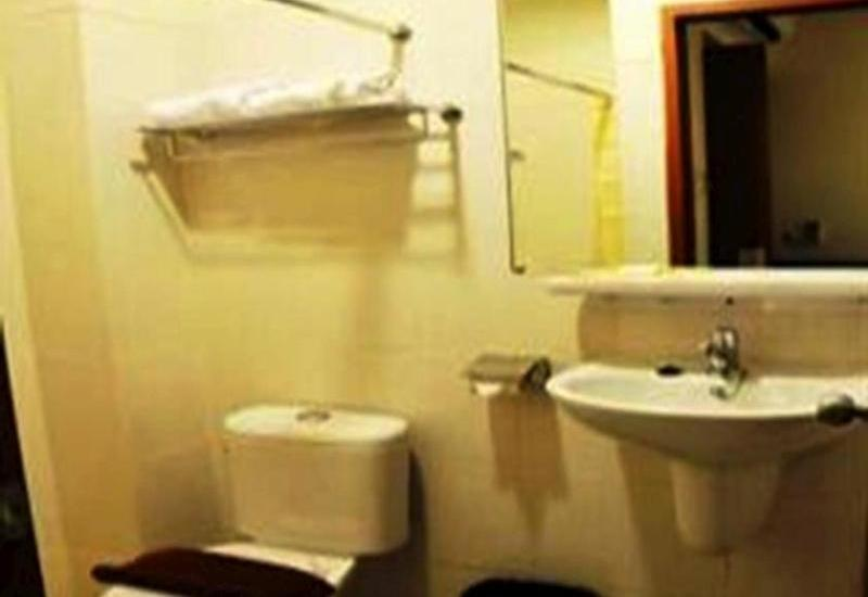 Losari Blok M2 Hotel Jakarta - Bathroom