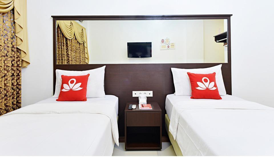 ZenRooms Sukaresmi Karang Setra - Tampak tempat tidur twin