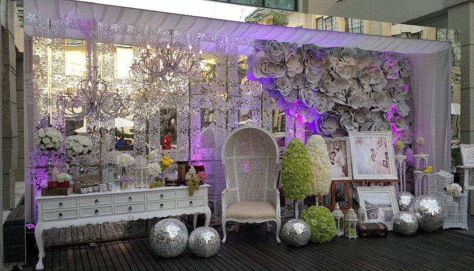 Aryaduta Medan - Dekorasi pernikahan di samping kolam renang