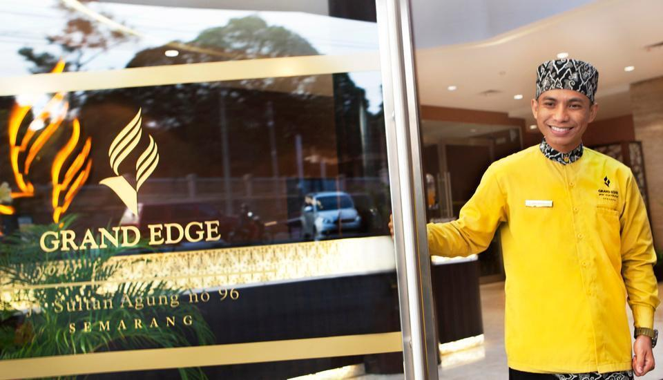 Grand Edge Hotel Semarang - Entrance Door