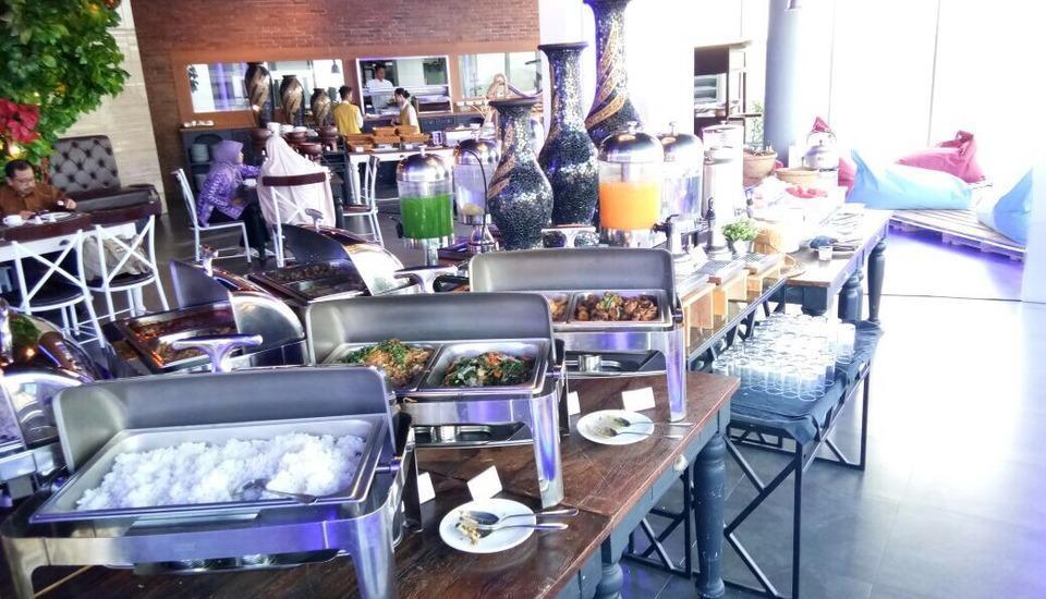 Grand Edge Hotel Semarang - Breakfast Menu