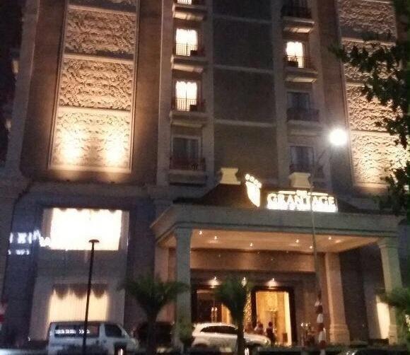The Grantage Hotel & Sky Lounge Tangerang - Tampilan Luar Hotel